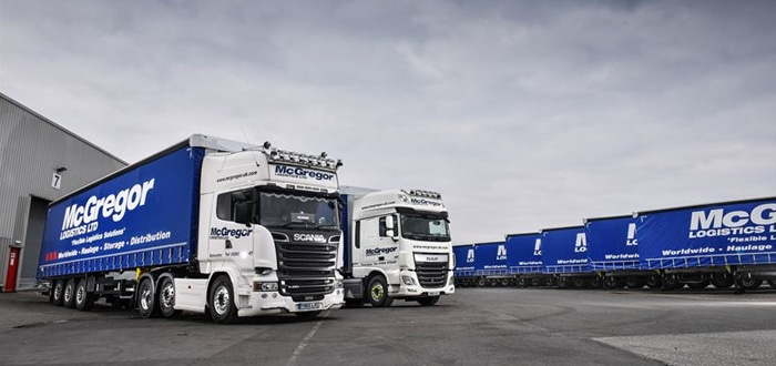 Schmitz Cargobull lifts the curtain for UK premiere of new fixed-roof trailers for McGregor Logistics.