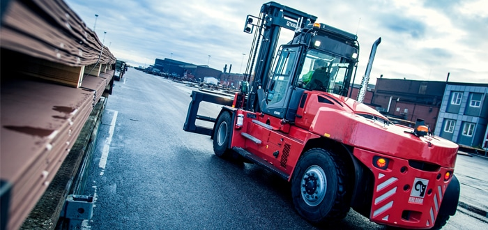 Kalmar partners with SSAB to develop a medium-range fuel cell forklift.