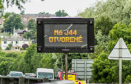 UK's First Multilingual Electronic Road Signs Target Foreign Truck Drivers And Helps Keep Our Roads Open.